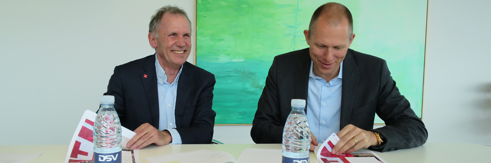 Anders Ladekarl, Danish Red Cross and Jens Bjørn Andersen, DSV sign contract