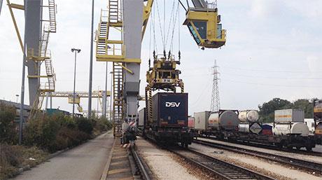 DSV and rail wagons