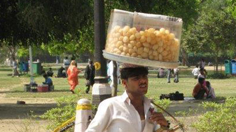 Man carrying food India_by martin Roos