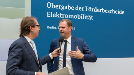 MD Peter Fog receives German electro-mobility award