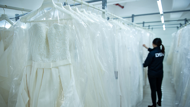 transporte fashion moda textil ropa prenda colgada