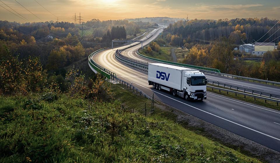 DSV-rekka maantiellä Adobestock
