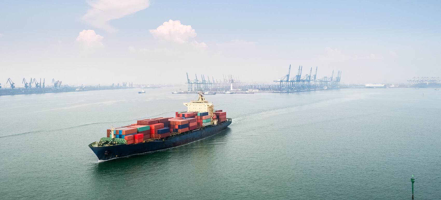 Flere ændringer i rederiernes sejlplaner skal give mere stabile transittider på import fra Asien
