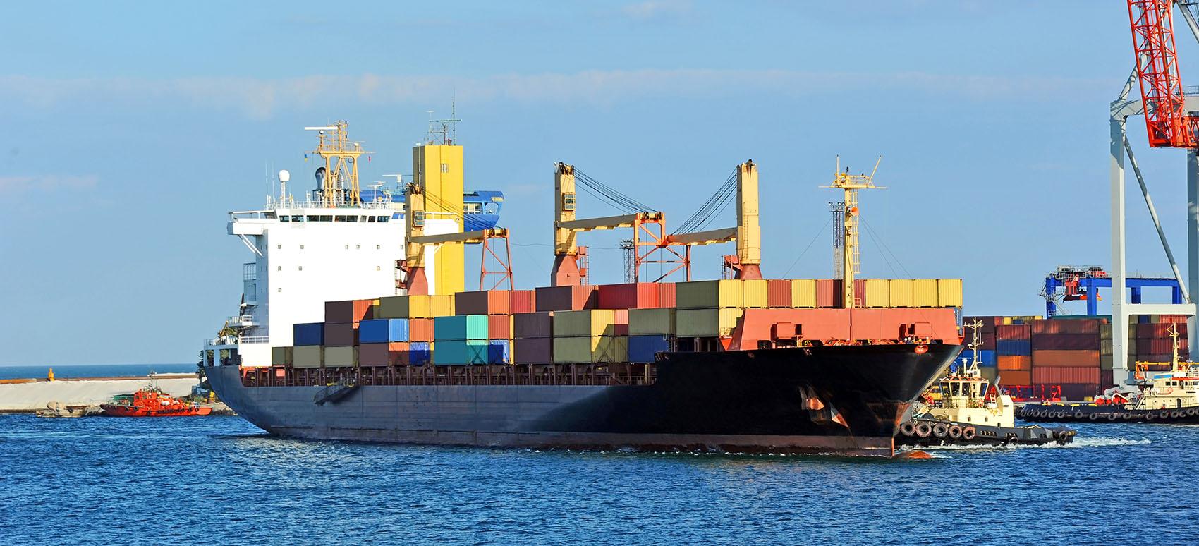 I et stærkt udfordret søfragtsmarked chartrer DSV i Danmark ad hoc tre skibe for at sikre forsyningskæder fra Kina.